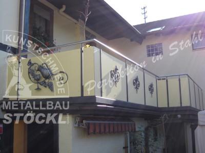 Metallbau Geländer mit Fassadenplatten..